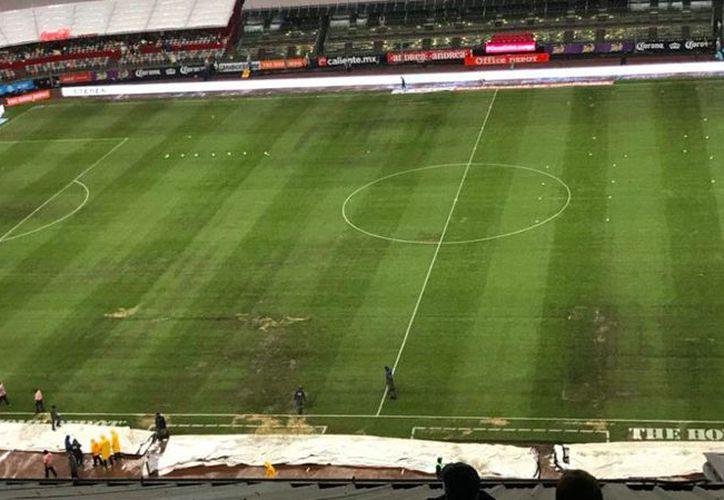 Las condiciones del campo no son las óptimas, advierten jugadores. (Twitter)