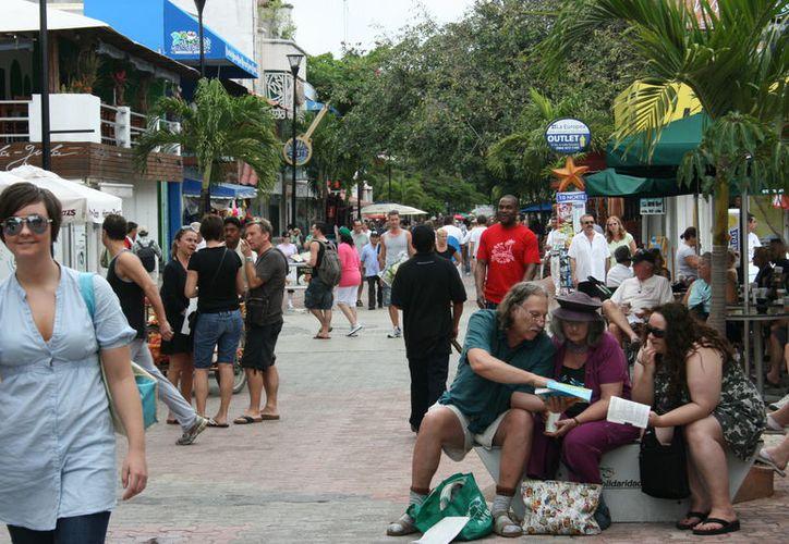 Arriban a Playa del Carmen turistas de diferentes países. (Adrián Barreto/SIPSE)