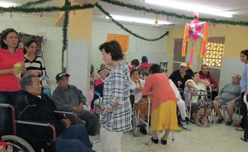 Son más de 50 los abuelitos que viven en el albergue ubicado en la calle 27 de Pogreso, rumbo a Chicxulub. (Manuel Pool/SIPSE)