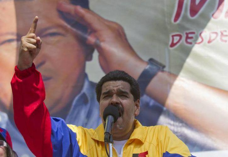 El presidente encargado de Venezuela Nicolás Maduro pronuncia un discurso durante la conmemoración de los 19 años de la salida de prisión del entonces comandante Hugo Chávez en la comunidad de Yare. (EFE)