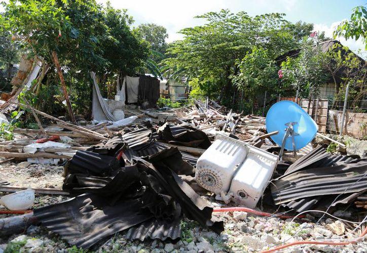 Las 20 casas desalojadas quedaron en escombros. (Eric Galindo/SIPSE)