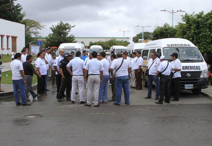 Transportistas se inconformaron por presunta saturación de rutas. (Ángel Castilla/SIPSE)