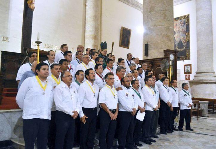 Imagen de los integrantes del grupo apostólico Caballeros de Colón, que se fundó en 1921. (Milenio Novedades)
