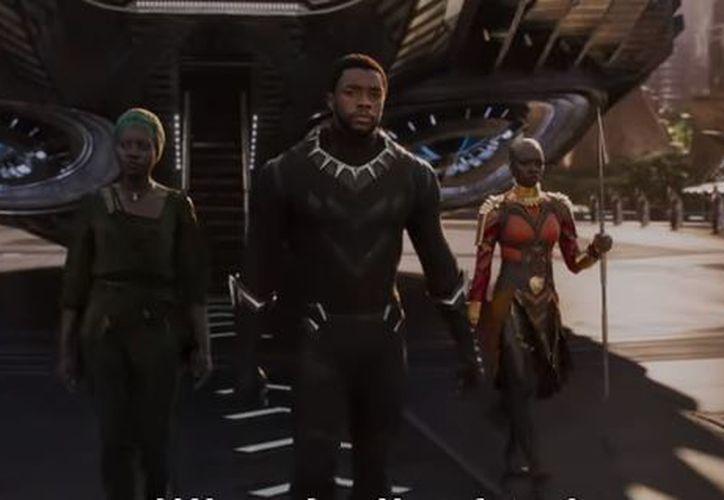 En el avance, T'Challa regresa a Wakanda luego de la muerte de su padre. (Foto: Captura)