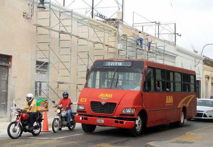 El transporte público de pasajeros en Mérida atraviesa una situación difícil ante la escalada de alza del diésel y falta de subsidios. (José Acosya/SIPSE)