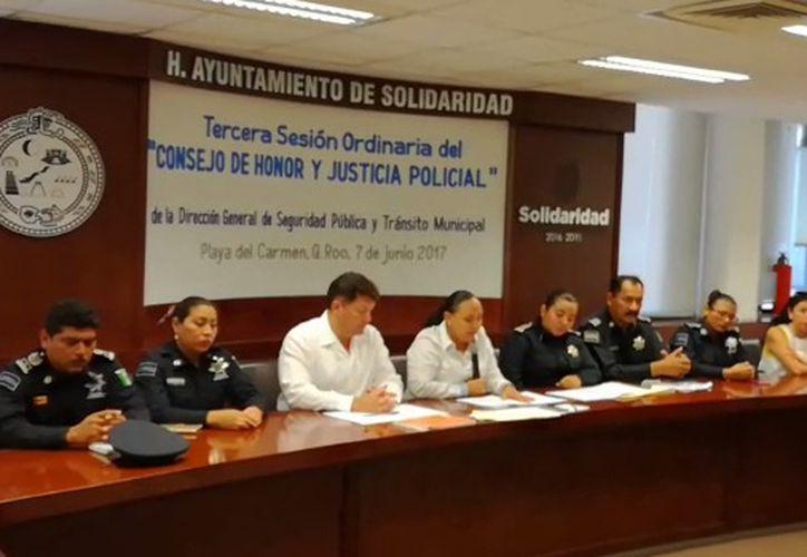 Una mujer taxista, sufrió una presunta agresión por un elemento de Tránsito. (Adrián Barreto/ SIPSE)