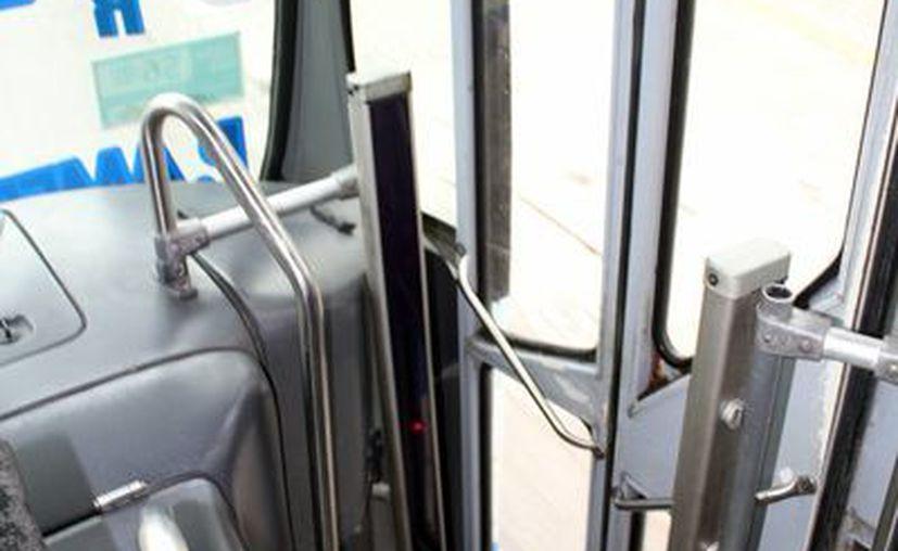 Los autobuses tienen colocados un software, que cuenta con sistema posicionamiento por satélites, para saber donde se ubica un paradero, entre otros beneficios. (Sergio Orozco/SIPSE)