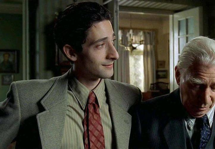 Frank Finley junto a Adrien Brody en una escena de El Pianista. Finley falleció este sábado. (oneclickwatch.ws)
