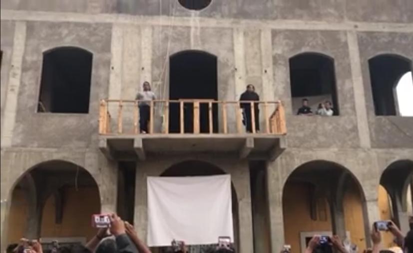 Tomaron el Palacio Municipal, el cual amenazan con quemar en caso de que los ladrones no sean entregados. (Foto: Juan Ricardo/ La Jornada)