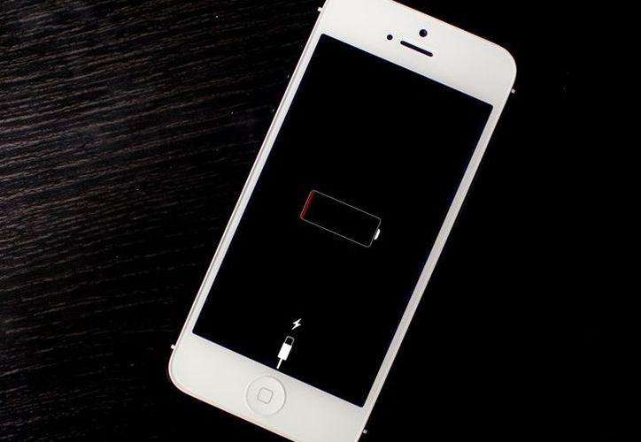 Hasta ahora el iPhone es de los pocos teléfonos de gama alta que no cuenta con carga inalámbrica