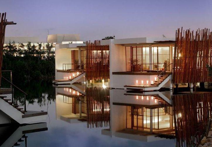 Imagen de la Deluxe Lagoon Suite del hotel Rosewood Mayakoba, considerado el mejor resort de México. (www.rosewoodhotels.com/)
