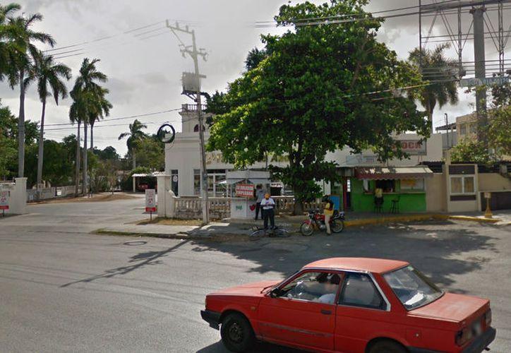 El sujeto huyó abordo de un taxi que lo esperaba. (Novedades Yucatán)