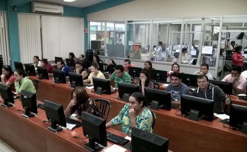 Más del 90 por ciento de maestros de Quintana Roo acudieron a presentar la evaluación. (Redacción/SIPSE)
