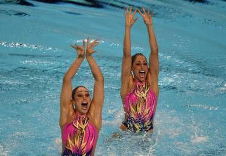 Karem Achach (Izq.) y el equipo mexicano de nado sincronizado tendrán su debut  este sábado en el mundial de natación que se realiza en Kazán, Rusia. Además de Karem, se encuentran dos yucatecas más en el equipo de sirena. (Milenio Novedades)