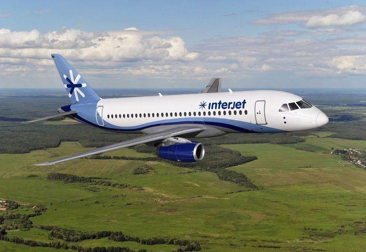 Los primeros aviones SuperJet 100 de Interjet cubren los destinos de Aguascalientes, Minatitlán y Campeche, entre otros. (latitud21.com.mx)