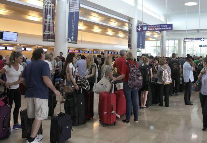 El Aeropuerto Internacional de Cancún incrementó el flujo de turistas en julio, con respecto al año pasado. (Redacción/SIPSE)