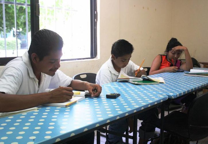 El IEEA ayuda a 128 niños a que concluyan la primaria. (Octavio Martínez/SIPSE)