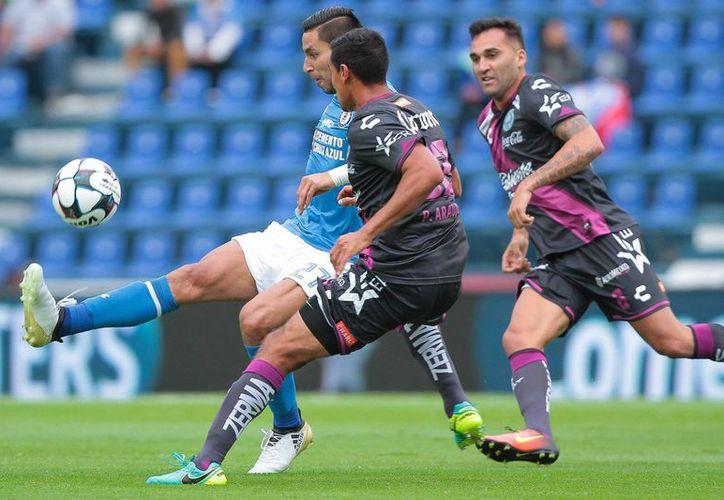 De nada le servía a La Máquina el empate, el cual se mantuvo hasta el minuto 90, cuando cayó el gol poblano. (Notimex)