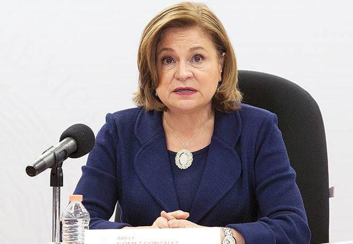 Arely Gómez, titular de la PGR, al momento de anunciar, en octubre de 2015, que se realizaría un tercer peritaje al basurero de Cocula. (Excelsior)