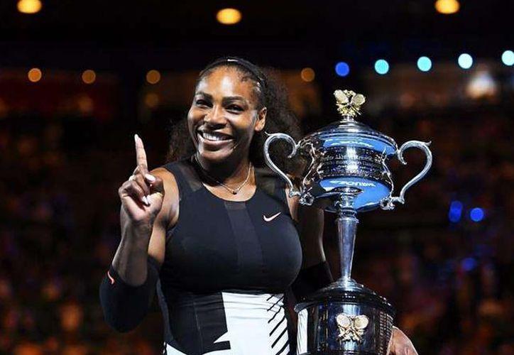 Serena Williams mantiene una ligera ventaja sobre sus perseguidoras Angelique Kerber y Karolina Pliskova. (Archivo/AP)