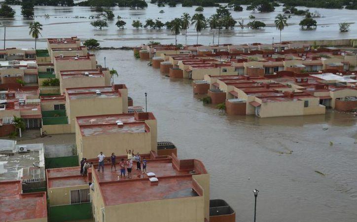 En Veracruz, unas 23 mil personas fueron desalojadas de sus hogares. (Agencias)