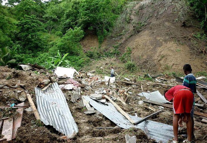 El corrimiento de tierra se produjo en el barrio Sierra Nevada, de Loja y arrasó una vivienda y causó la muerte de dos adultos y cuatro menores de edad. Imagen de contexto. (EFE/Archivo)