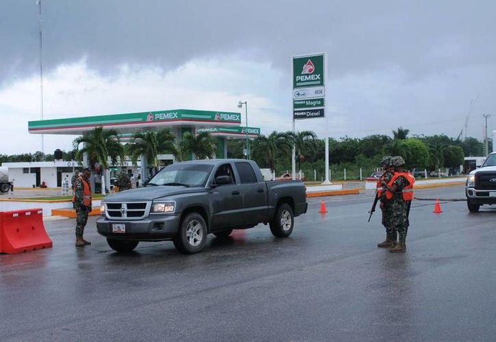 En los retenes, instalados de manera itinerante, se revisan todos los vehículos que ingresan a la zona cañera. (Edgardo Rodríguez/SIPSE)