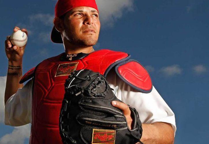 Yadier Molina volvéra a la alineación de Cardenales para el para la serie divisional contra Cachorros en Grandes Ligas. (rawlings.com)