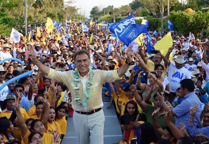 Los conteos preliminares dan la ventaja al candidato del PAN-PRD en Veracruz, Miguel Ángel Yunez. (Facebook)
