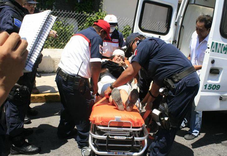 La paciente que iba en la ambulancia resultó lesionada en la cabeza y fue hospitalizada en la T-1. (SIPSE/Jorge Sosa)