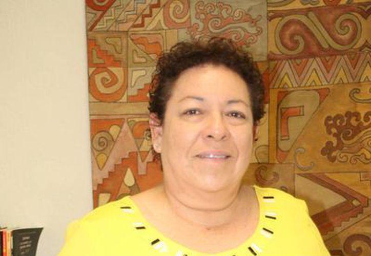 Juanita Santín, directora de la Casa de la Cultura de Cancún invita a los artistas visuales a exponer en este recinto. (Faride Cetina/SIPSE)