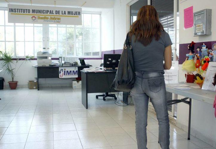 Un total de 250 voluntarias acudirán a las zonas con más casos de violencia para hablarle a las mujeres sobre sus derechos. (Tomás Álvarez/SIPSE)