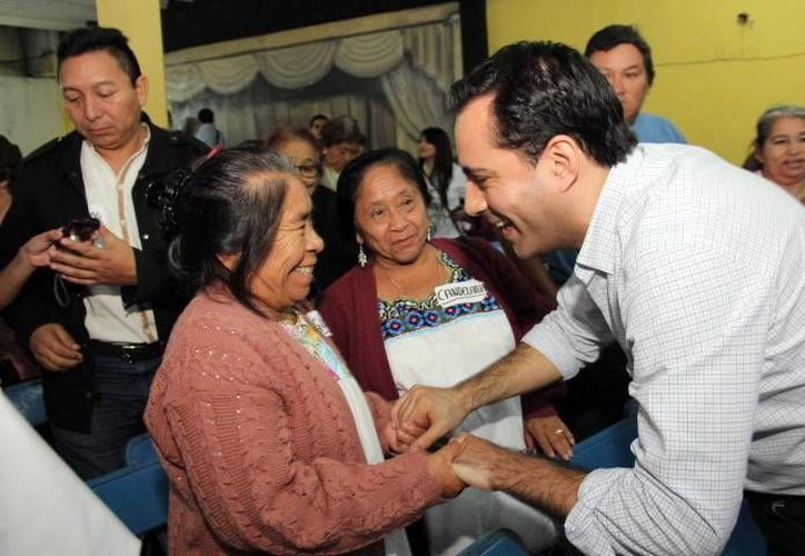 El precandidato Mauricio Vila saludó a los militantes del V distrito en Mérida. (Milenio Novedades)