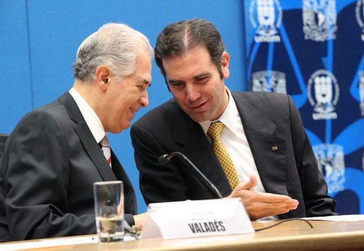 El consejero presidente del INE, Lorenzo Córdova (d) fue uno de los funcionarios que emitió sus puntos de vista ante funcionarios de Iepac. (Notimex/Foto de archivo)