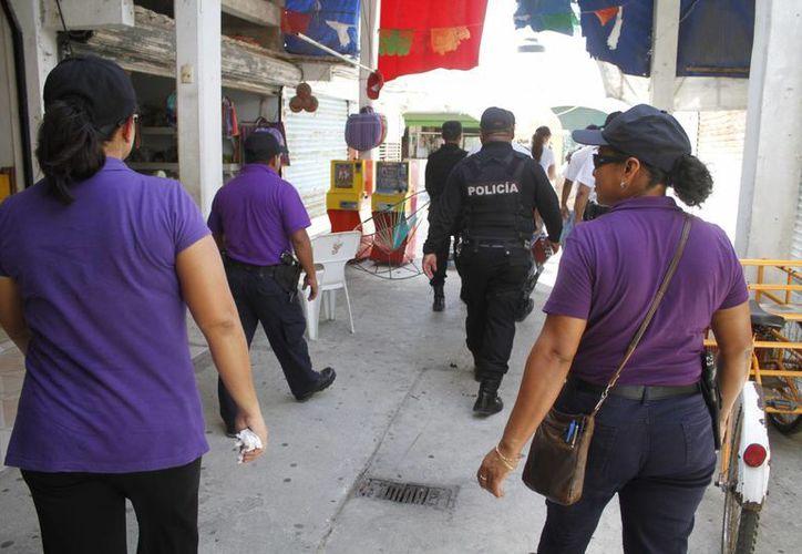 El operativo participaron: La Secretaría Municipal de Seguridad Pública y Tránsito (Smspyt), la Secretaría del Trabajo, el DIF Municipal y la dirección de Comercio en la Vía Pública. (Sergio Orozco/SIPSE)
