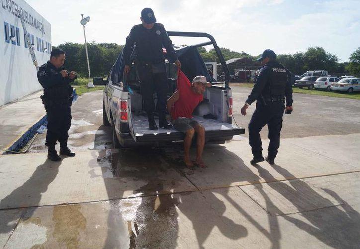 Los elementos policíacos canalizaron al sujeto a la cárcel por ebrio y alterar el orden público. (Ángel Castilla/SIPSE)