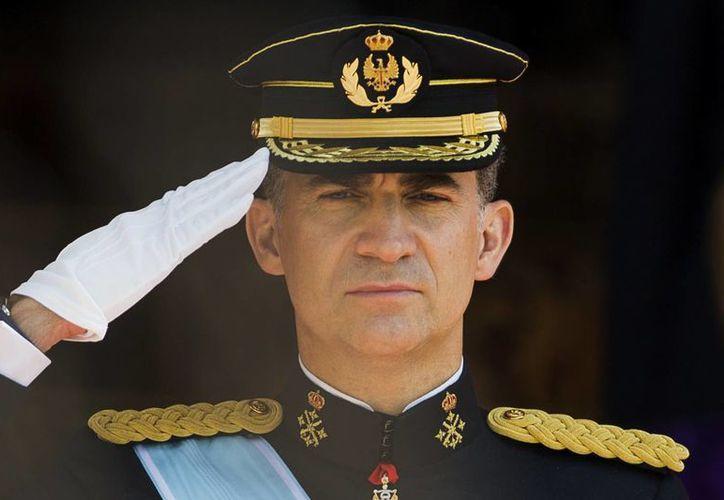 El rey Felipe VI fue considerado uno de los hombres más guapos del mundo en la década de los 90. (AP)