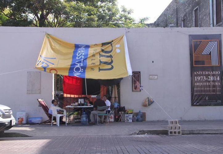 El estallido de la huelga en la Uady afecta a unas 30 mil personas. La imagen corresponde al paro en la Facultad de Arquitectura. (José Acosta/SIPSE)