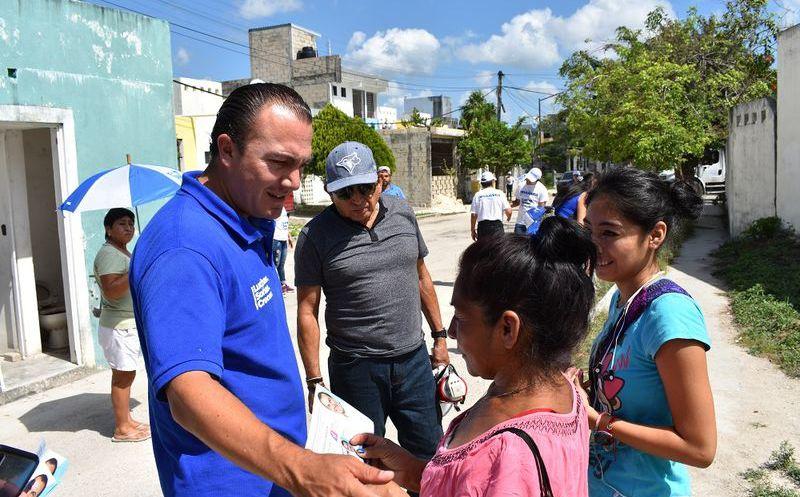"""Carlos Orvañanos Rea, candidato por el Distrito 7 de la coalición """"Orden y Desarrollo por Quintana Roo"""", promueve apoyos económicos para jóvenes. (Cortesía)"""