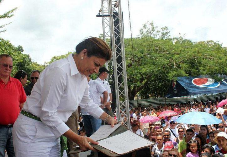 """Chinchilla encabezó la """"Marcha por la patria"""" para defender la propiedad del territorio de Guacanaste. (EFE)"""