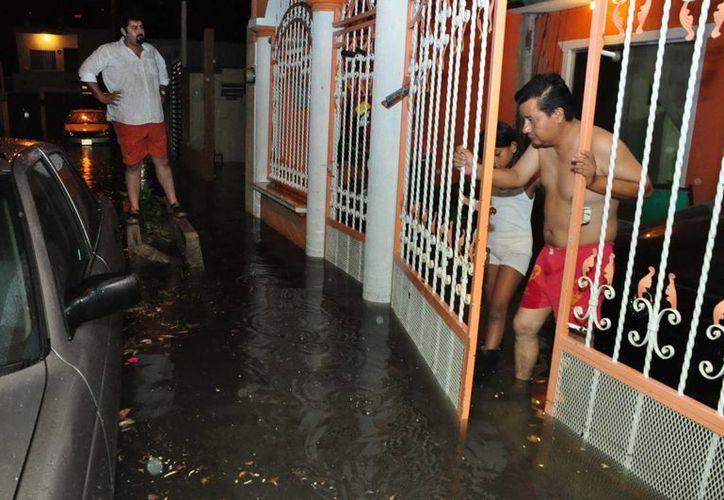 Se entregó al exmandatario recursos federales entre 2007 y 2010 por las inundaciones, para la población afectada. (Notimex)