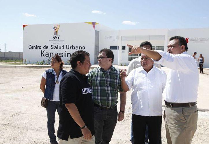El gobernador Rolando Zapata Bello encabezó un recorrido por la construcción del nuevo Centro de Salud Urbano de Kanasín. (SIPSE)