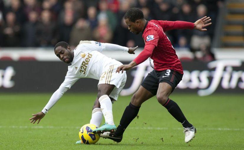 Con el empate, Manchester United se mantiene como líder de la Liga Premier con 43 puntos. (Agencias)