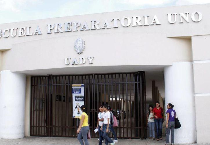 Preparatorianos contarán con más libros de texto para su educación. (Milenio Novedades)