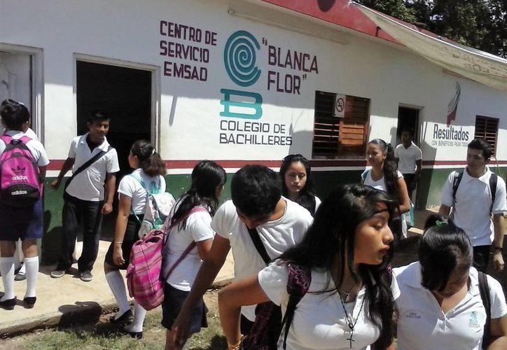 Las familias de los poblados como Sinaí, El Gallito, Cedralito, Isidro Favela, Río Escondido no cuentan con las condiciones para que los jóvenes se trasladen. (Javier Ortíz/SIPSE)