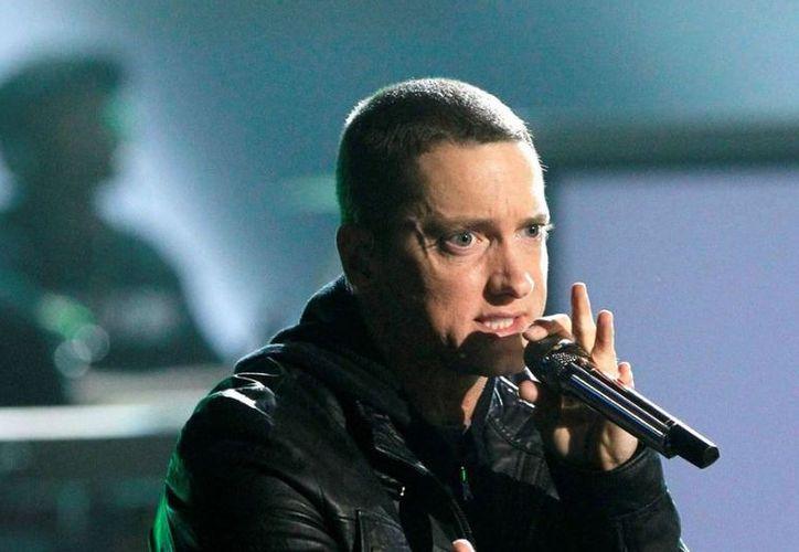 Las redes sociales se han llenado de críticas hacia el cantante por el susto que le dio a sus fans. (Internet)