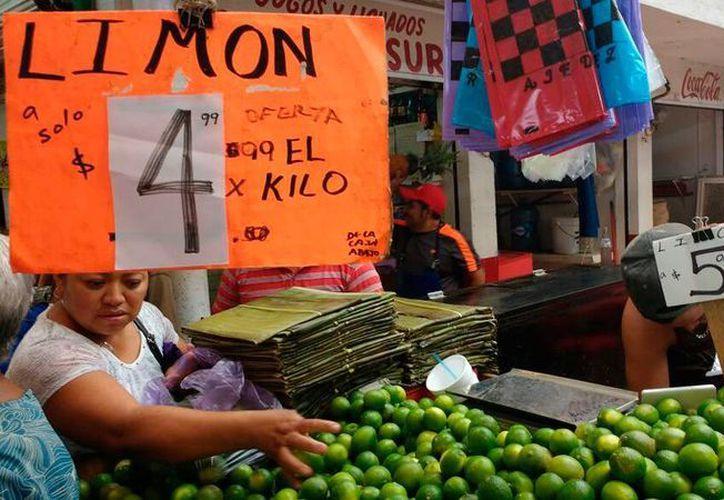 'Saldo blanco', en operativo de Profeco en el mercado Lucas de Gálvez de Mérida. (Candelario Robles/SIPSE)