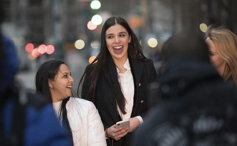 El canal de televisión dio a conocer que Emma Coronel tendrá varias apariciones en la serie, lo que representa su primera participación en la televisión. (AP)
