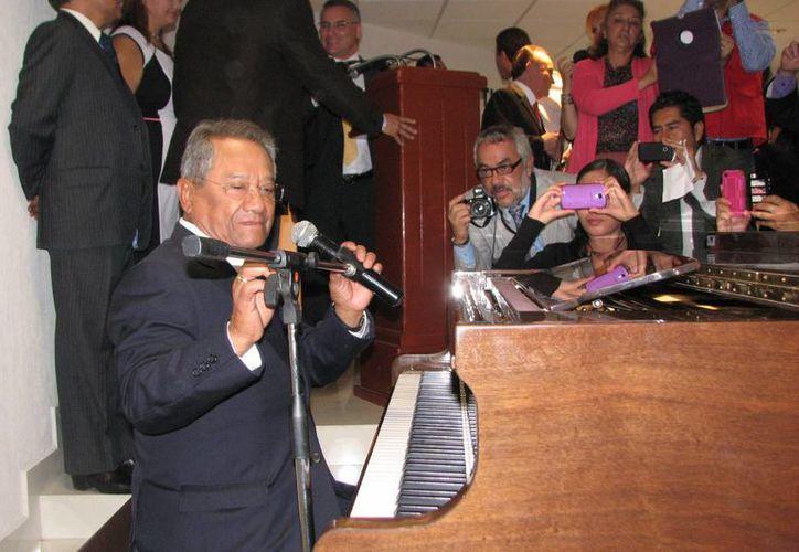 Se pretende que el  Concurso Nacional de la Canción, Premio Armando Manzanero Yucatán trascienda a nivel internacional a partir de 2015. (Notimex)