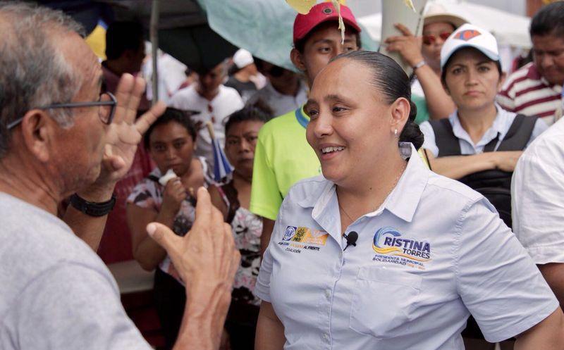 La candidata recorrió el tianguis de la colonia Luis Donaldo Colosio. (Redacción)
